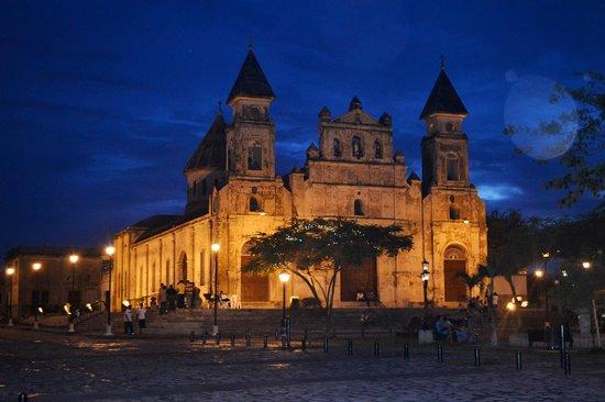 hostal familiar san jorge: Iglesia