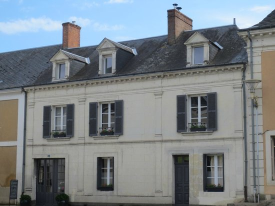 Le Chaton Rouge : View of the B&B from the street
