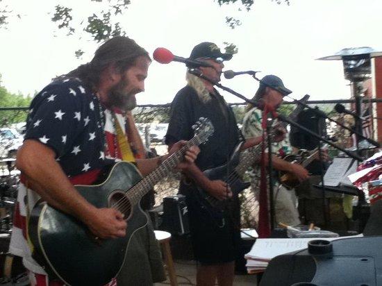 Peeples Valley, AZ: Summertime jams on the side yard!
