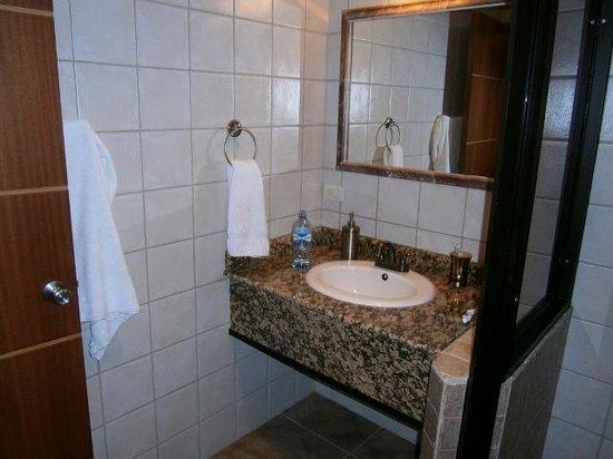 Hotel Ladera: baño