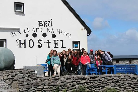 Bru Radharc na Mara Hostel: Big group! But they handled us well!