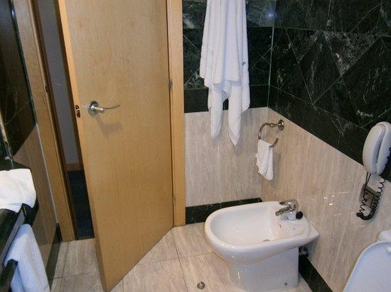 Abba Madrid Hotel: el baño