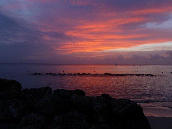 Cobblers Cove: Por do sol visto do hotel