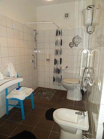 Albergo Diffuso Aghinas: Bathroom