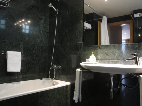 Hotel Conde de Cárdenas: Baño