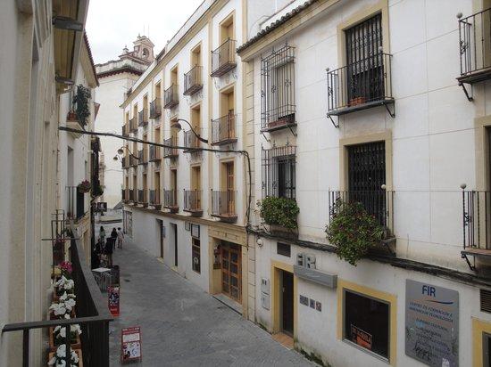Hotel Conde de Cárdenas: Vista a la calle desde habitación