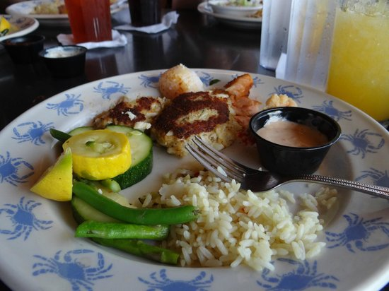 Waterman's Surfside Grille: Delicious crab cakes, moist and fresh