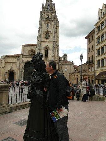 Esculturas de Oviedo: Nos sacamos fotos con todas las esculturas