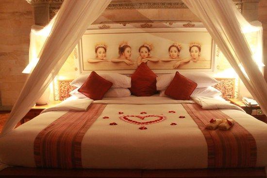 The Royal Pita Maha: welcome bed