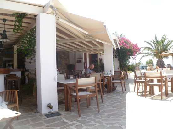 Kavos Boutique Hotel Naxos: Where we spent most dinners...