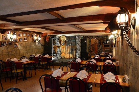 La Caverne: main guest room