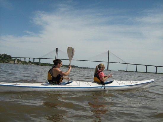 Dos Ruedas Una Huella - Bike Rosario: cruzando el rio en kayak en rosario