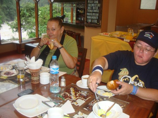 Hostal El Santuario: Tomada desde el Comedor mientras tomabamos el Desayuno.