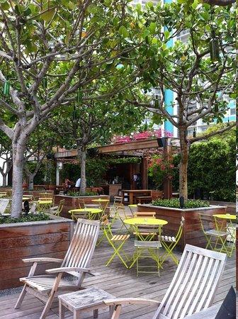 The Modern Honolulu: Pool side restaurant