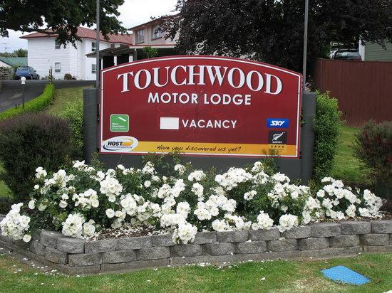Touchwood Motor Lodge: Front Signage