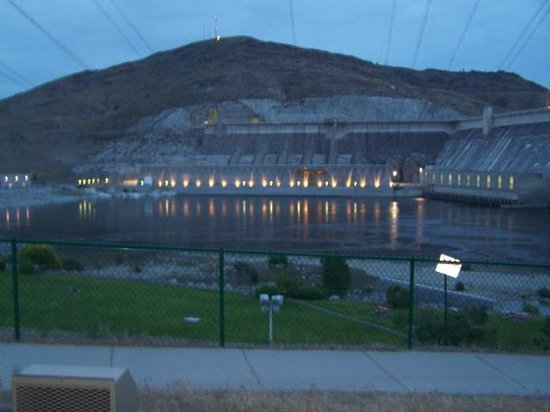 Grand Coulee Dam : Dam At Dusk