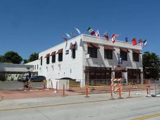 Hotel Indigo Santa Barbara: There was ongoing construction outside the hotel but it never caused any issues, should be finis
