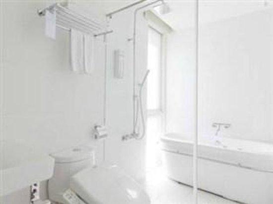 Dandy Hotel - Tianjin Branch: Deluxe room bathroom