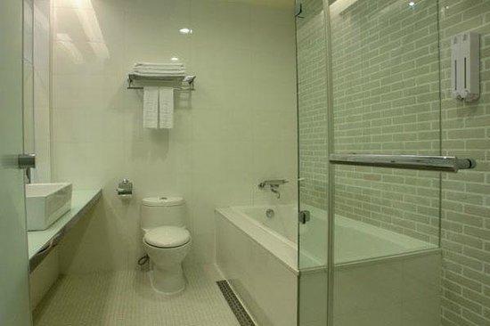 Dandy Hotel - Tianjin Branch: Elite Twin Room Bathrrom