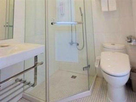 Dandy Hotel - Tianjin Branch: Standard room Bathroom
