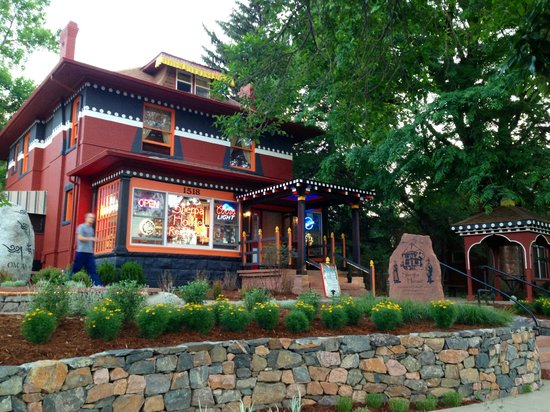 Sherpa House Restaurant & Cultural Center: Front and the landscaping