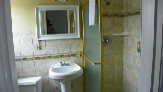 Ocean Park Inn : Adequate bathroom, very clean!