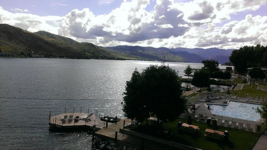 Campbell's Resort on Lake Chelan: Lake Chelan with one of many Campbell's sunning areas
