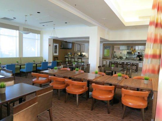Hilton Garden Inn San Francisco Airport North: Dining area