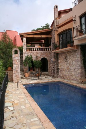Casa Estrella de la Valenciana: View from the pool terrace of the dining terrace & living room