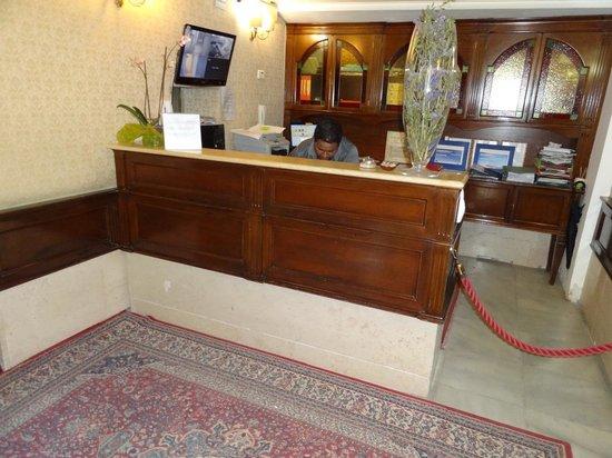 Hotel e Residenza San Maurizio: Réception
