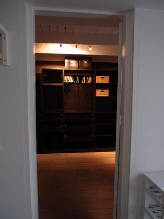 Central Guesthouse Reykjavik : dressing room