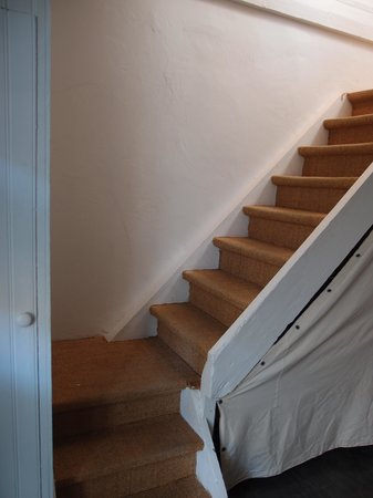 """Central Guesthouse Reykjavik : stairs to """"basement"""""""