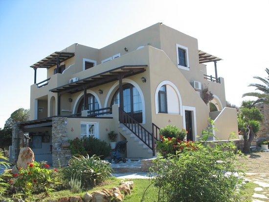 Faros Villa: VISTA DALL'ESTERNO