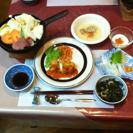 Matsuyama Youth Hostel: 日替わり夕食の1例 ¥1,050 要予約
