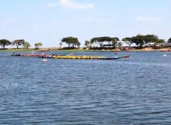 Sakon Nakhon, Thái Lan: Noing Han long boat racing.