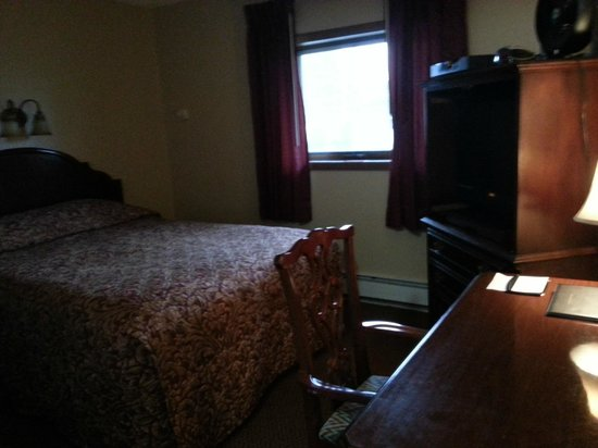 Beluga Lake Lodge: Room 120