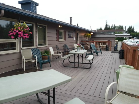 Beluga Lake Lodge: Patio