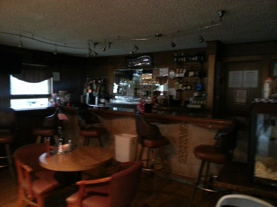 Beluga Lake Lodge: The bar in the lodge