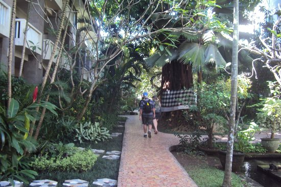 Hotel Kumala Pantai: walking in from the Restaurant