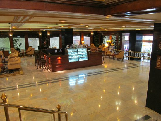 The Tawana Bangkok: welcoming lobby