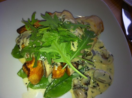 Brandy Hole: Breast of chicken in mushroom sauce