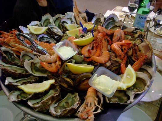 Cafe de Turin: seafood platter