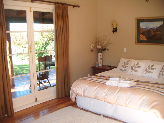 Mingary Farmstay B&B Accommodation: gold room