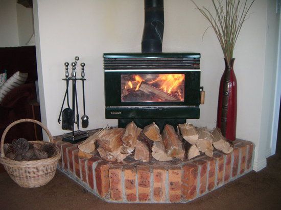 Mingary Farmstay B&B Accommodation: cosy fire