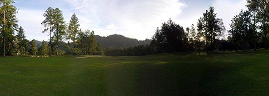 Awana Hotel: Golf Course Walk