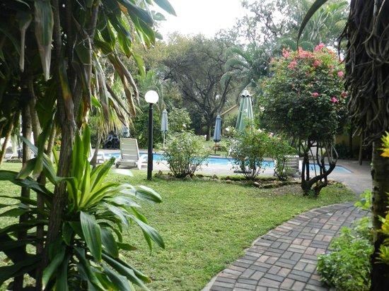 Sunbird Lodge: giardino