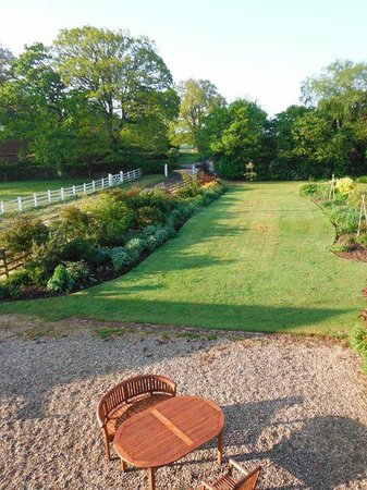 Strete Ralegh Farm: View of the lovely front garden