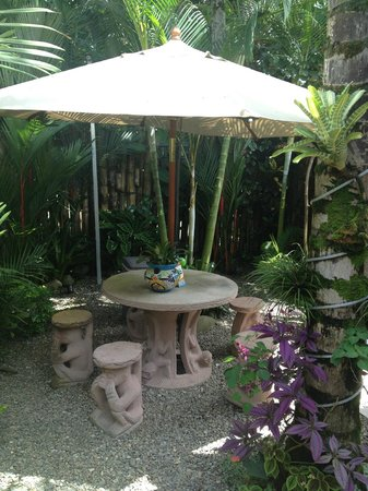 Physis Caribbean Bed & Breakfast: garden seating