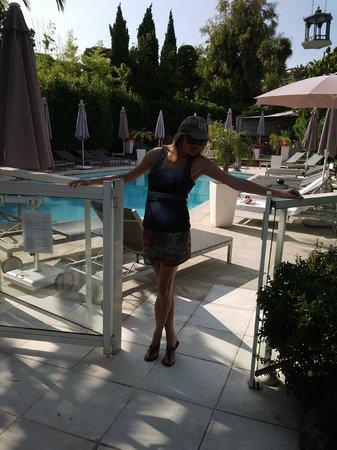 La Villa : вид на бассейн