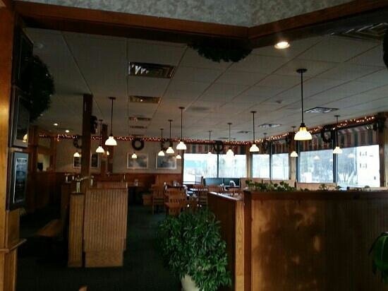 New England Pizza: Dining Area